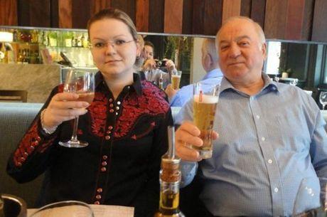 Sergei Skripal e a filha, Yulia, estão internados em estado grave