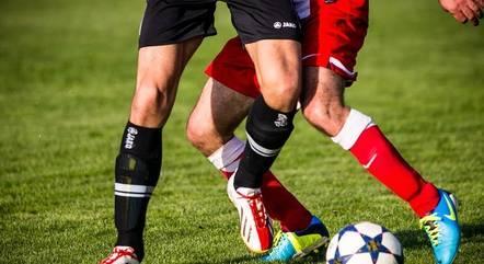 Futebol e outros esportes coletivos estão proibidos