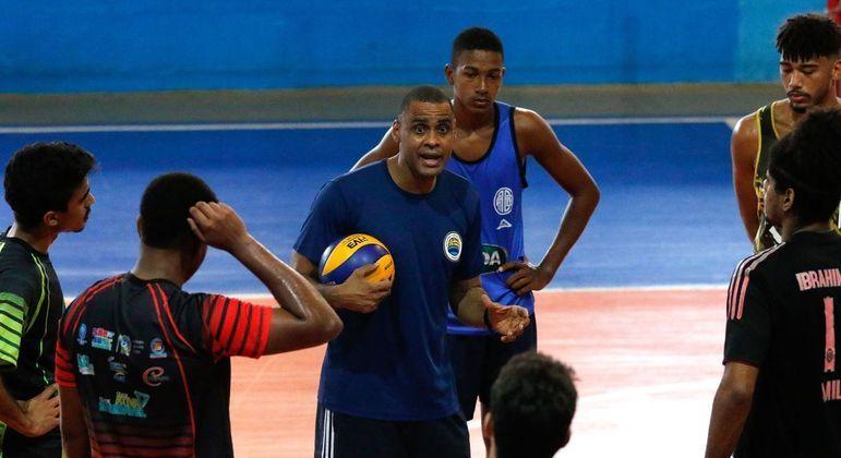 Time carioca do voleibol resistem após encerramento das atividades esportivas do clube