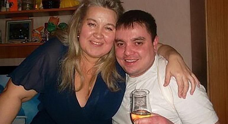 A russa acima é acusada de asfixiar o marido até a morte com as nádegas