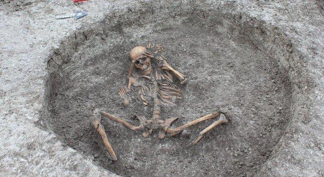 Empresa que escavou o local acredita que ele tenha recebido os corpos durante a chamada Idade do Ferro e nos períodos romanos