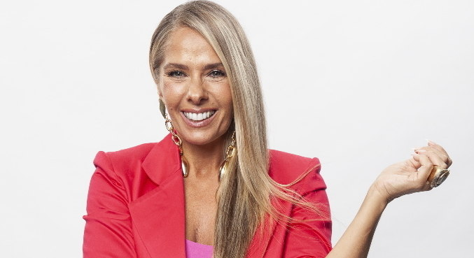 Adriane Galisteu comanda a nova temporada do reality Power Couple Brasil