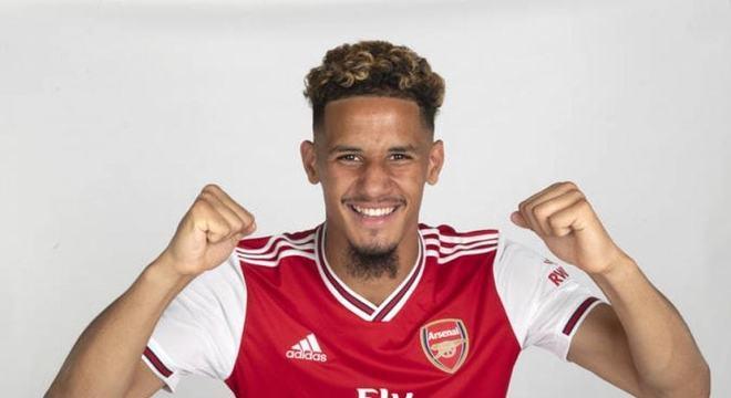 ESQUENTOU - A diretoria do Arsenal e o agente do zagueiro William Saliba deixou claro que o clube inglês não fará obstáculos para uma saída do atleta nesta janela de transferências.