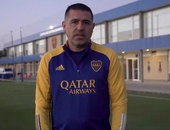 """ESQUENTOU - A renovação de Cavani com o Manchester United ainda é assunto no Boca Juniors. Principal concorrente pelo futebol do centroavante, a diretoria Xeneize garante que não vai desistir de ter o uruguaio no elenco. """"Nós conversamos muito nos últimos meses. Até semana passada não tinha a certeza que iria continuar na Inglaterra. Bati um papo em dezembro e ele demonstrou a vontade de atuar no Boca. Acredito que ano que vem ele estará conosco"""", afirmou o cartola."""