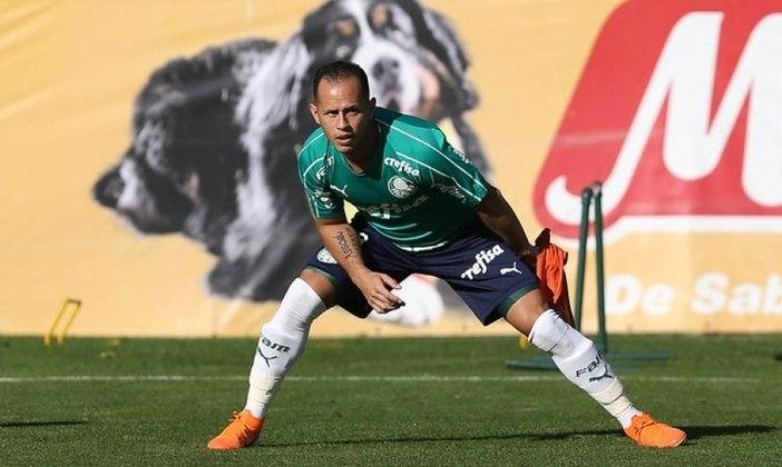 ESQUENTOU - Alejandro Guerra não vai permanecer no Palmeiras, clube no qual encerrará seu vínculo no dia 31 de dezembro. A partir disso, o Atlético Nacional-COL já se mexe nos bastidores para contratar novamente o venezuelano que teve sucesso na própria equipe e foi campeão da Libertadores em 2016, de acordo com o jornal Antena 2