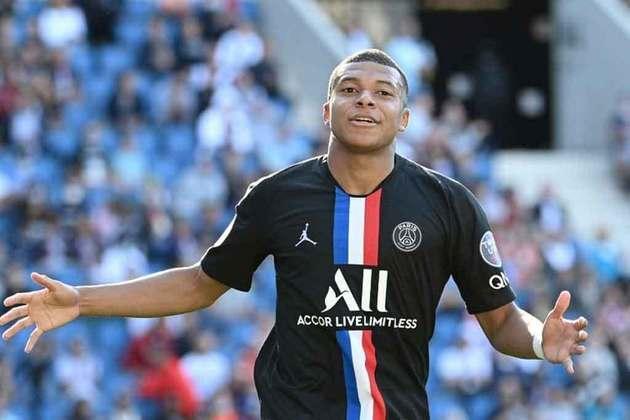ESQUENTOU - Apesar de Mbappé ter dito a alguns companheiros que iria permanecer no PSG nesta temporada, o Real Madrid insiste em sua contratação ainda nesta janela de transferências, segundo o