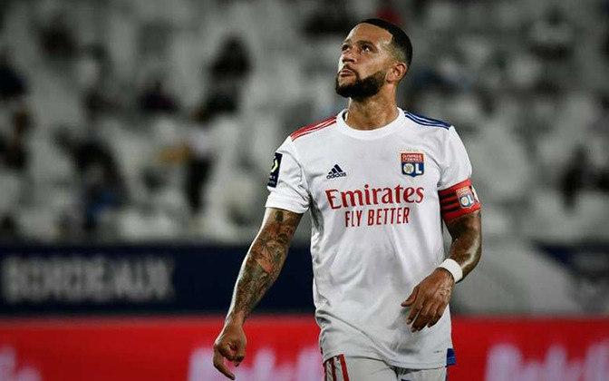 ESQUENTOU - Após a vitória do Lyon contra o Saint-Étienne por 2 a 1 pelo Campeonato Francês, o atacante Memphis Depay não garantiu que sua permanência até o final da temporada. O Barcelona é o principal interessado nos serviços do holandês, que termina contrato com sua equipe em junho de 2021.
