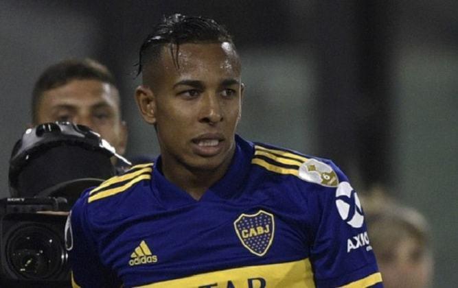 ESQUENTOU - Após expressar o desejo de deixar o Boca Juniors, o atacante Sebastián Villa pode estar a caminho de La Liga. De acordo com a Blu Rádio, um clube espanhol que não teve o nome divulgado teria avançado nas tratativas com o Boca para levar o atleta de 25 anos.