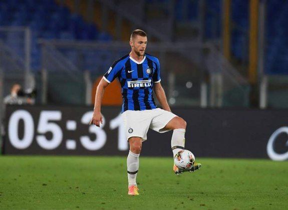 ESQUENTOU - Após se interessar muito por Skriniar, o Tottenham voltou a observar o zagueiro da Inter de Milão por conta de um pedido de Mourinho, conforme o Daily Mail.