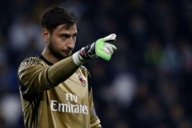 ESQUENTOU - Caso Donnarumma não renove o seu contrato com o Milan até o final da temporada, a Juventus já assumiu que buscará o jovem goleiro italiano e venderá Szczesny provavelmente para a Premier League, de acordo com a