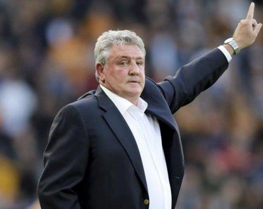 ESQUENTOU - Cogitado para deixar o comando do Newcastle, é esperado que Steve Bruce receba a sua multa rescisória e assim deixe o clube inglês, conforme o Daily Telegraph.