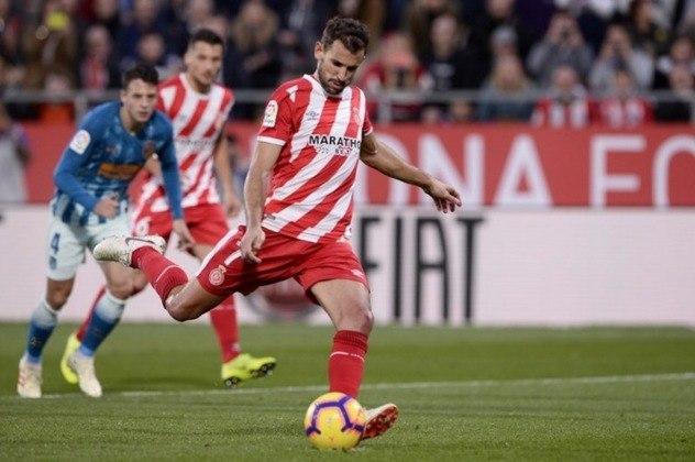 ESQUENTOU - Com a saída de Luis Suárez, o Barcelona está de olho no atacante uruguaio Cristhian Stuani, que atualmente defende o Girona.