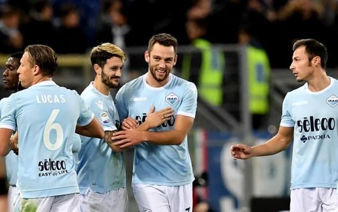 ESQUENTOU - Com contrato até 2023 com a Inter de Milão, De Vrij já parece estar com a renovação encaminhada, porém Liverpool, PSG e Manchester City já demonstraram interesse pelo zagueiro holandês, de acordo com a Corriere dello Sport.