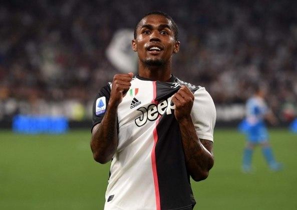 ESQUENTOU - Com pouco tempo de jogo no Bayern de Munique, a Juventus ofereceu Douglas Costa por empréstimo ao Wolverhampton, segundo o The Telegraph.