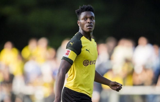 ESQUENTOU - Conforme o jornalista Duncan Castles, o Arsenal está interessado na contratação do zagueiro Zagadou, atualmente no Borussia Dortmund.