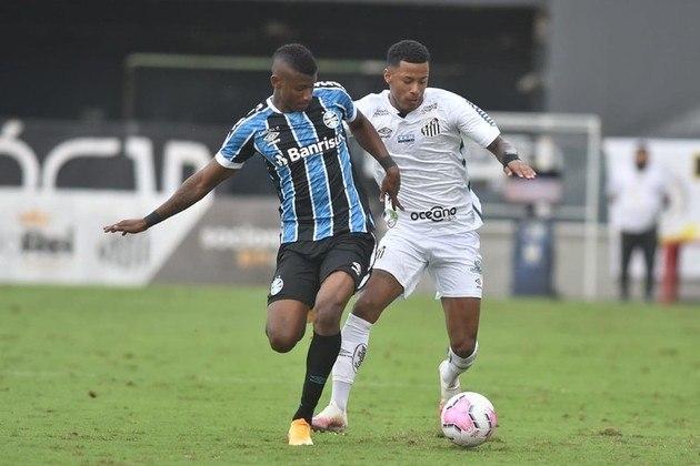 ESQUENTOU - Cruzeiro e Grêmio se aproximam de um acordo para o Tricolor Gaúcho ter em definitivo o lateral-direito Orejuela, emprestado pelos mineiros desde o início do ano. A Raposa, que inicialmente pedia R$ 21 milhões, deverá reduzir o valor dos direitos do jogador, além de parcelar, a partir de 2021, a compra do atleta colombiano, de 23 anos, que se destacou no time azul em 2019, foi comprado e repassado ao Grêmio para se valorizar.