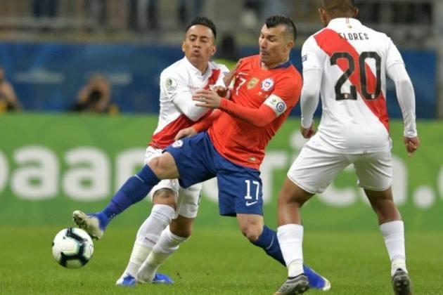 ESQUENTOU - De acordo com o CalcioMercato, o meia chileno, Gary Medel, pode estar próximo de um acerto com o Boca Juniors.