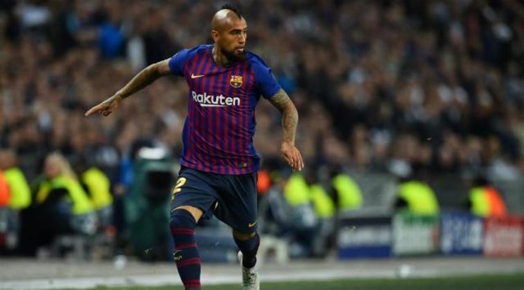 """ESQUENTOU – De acordo com o """"Diário La Cuarta"""", o Paris Saint-Germain deseja contratar Arturo Vidal, do Barcelona, e está na dianteira nesta disputa com outros clubes interessados."""