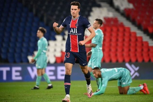 ESQUENTOU - De acordo com o Foot Mercato, Julian Draxlr foi oferecido ao Bayern de Munique para a próxima temporada.