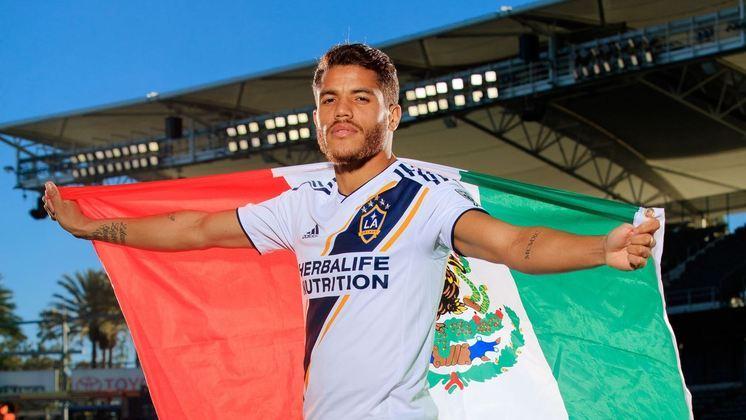 ESQUENTOU - De acordo com o site Pasion Futbol, o volante Jonathan dos Santos, do LA Galaxy, desperta o interesse do América-MEX e a transferência pode ser concretizada no término do ano.