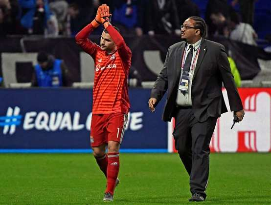 ESQUENTOU - Desejo antigo de Leonardo, diretor de futebol do PSG, Anthony Lopes pode se juntar ao clube parisiense. Segundo a