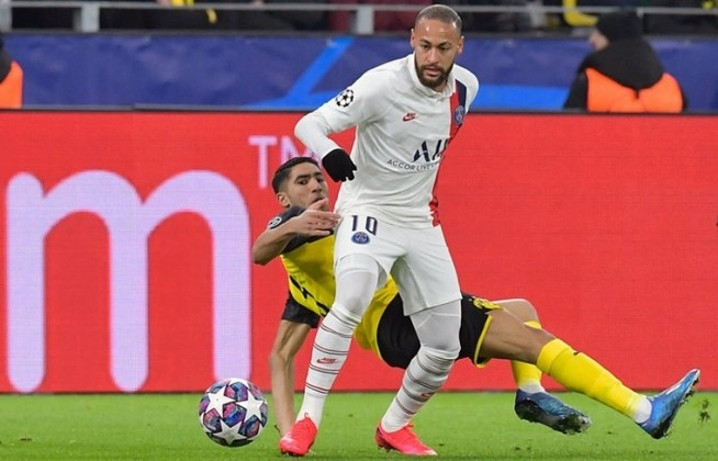 """ESQUENTOU - Durante o período de quarentena, Neymar revelou a alguns companheiros mais próximos do Paris Saint-Germain que quer """"ir para o Barça sim ou sim"""", segundo o """"Mundo Deportivo"""". O futuro do jogador segue em aberto."""