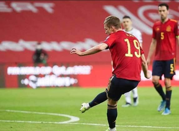 ESQUENTOU - Em alta no RB Leipzig, Dani Olmo segue atraindo olhares do Barcelona e o clube espanhol pode buscar fazer uma oferta na próxima janela para contar com o meia, de acordo com Matte Moretto..