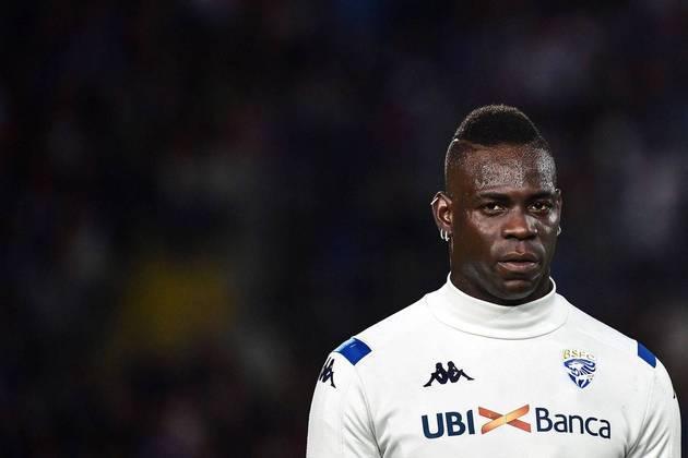 ESQUENTOU - Em busca de um atacante, o Saint-Étienne sondou a situação de Mario Balotelli. O atacante está livre no mercado após deixar o Brescia, no final da última temporada.
