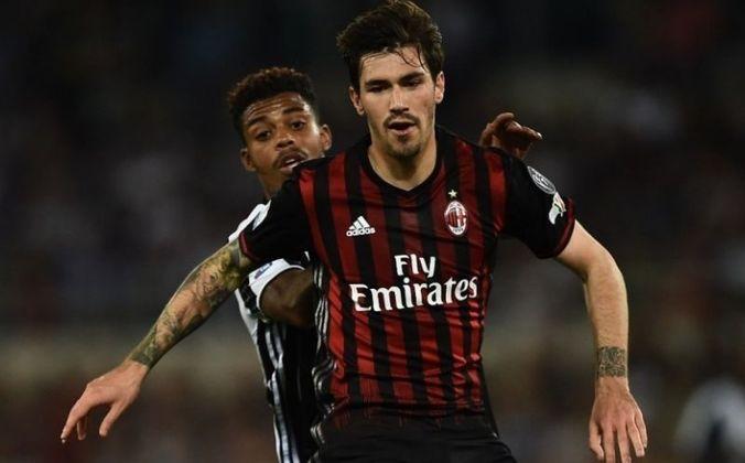 ESQUENTOU - Em contrapartida, Mino Raiola também disse, na entrevista, que Alessio Romagnoli, zagueiro italiano do Milan, pode rumar à Juventus. O contrato do defensor com o clube rossonero vai até junho de 2022.