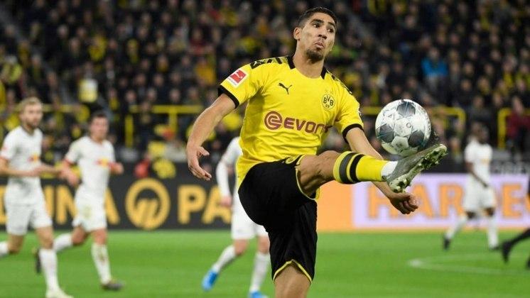 ESQUENTOU - Em entrevista coletiva, o diretor esportivo do Borussia Dortmund, Michael Zorc, Michael Zorc, confirmou que quer garantir o lateral Hakimi por empréstimo no clube por mais uma temporada.