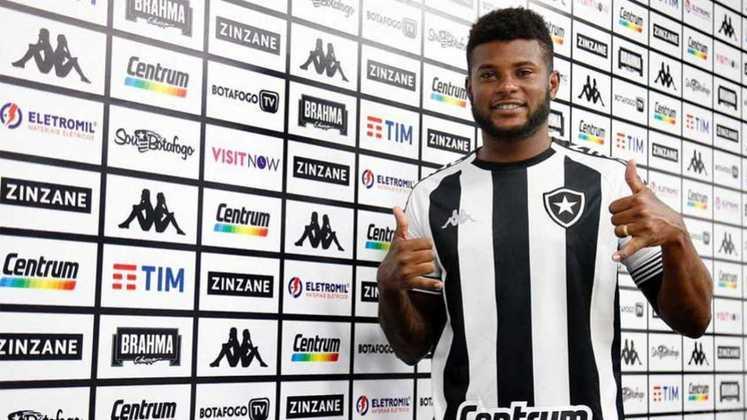 ESQUENTOU - Embora tenha sido apresentado em abril deste ano, o futuro de Rafael Carioca no Botafogo é incerto. Mesmo com o desfalque de Hugo, que testou positivo para a Covid-19, o lateral-esquerdo sequer foi relacionado para a partida contra o Confiança, que ocorre neste sábado, às 16h30, no Batistão, em Aracaju. Conforme informou o repórter Tiago Veras, da Super Rádio Tupi, o lateral-esquerdo não foi relacionado para o jogo, e o Botafogo avalia o futuro do atleta no clube.