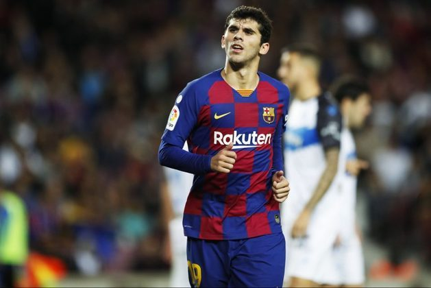 """ESQUENTOU - Emprestado ao Bétis, Carles Aleñá será aproveitado pelo Barcelona na próxima temporada, de acordo com o """"Mundo Deportivo"""". O meio-campista tem contrato com a equipe blaugrana até 2022 e possui multa de 75 milhões de euros (R$ 464 milhões)."""