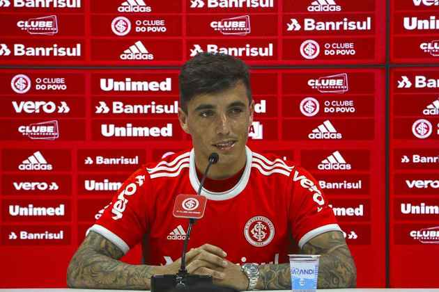 ESQUENTOU - Emprestado pelo Porto ao Internacional, o contrato de Saravia com o clube gaúcho termina no fim de 2020 e o desejo da diretoria colorada é de estender o empréstimo por mais tempo.