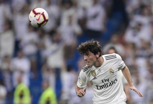 ESQUENTOU - Fora dos planos de Ancelotti, Odriozola já está sabendo da decisão  e passa analisar propostas de Inter de Milão e Milan, segundo o jornalista Edu Pidal.