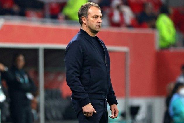 ESQUENTOU - Hansi-Flick, técnico do Bayern de Munique, está sendo cotado como um dos principais nomes para assumir o Barcelona na próxima temporada, segundo a