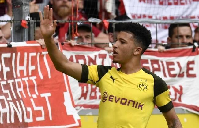 ESQUENTOU - Jadon Sancho e Borussia Dortmund parecem que finalmente irão se separar. O atacante inglês quer sair da Alemanha e o Manchester United é o principal interessado. O 'SportBild' informa que o clube e o jogador acordaram em uma possível saída.