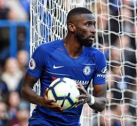 ESQUENTOU - Juventus e Milan podem disputar nas próximas semanas a contratação do zagueiro alemão Antonio Rüdiger, do Chelsea, conforme o