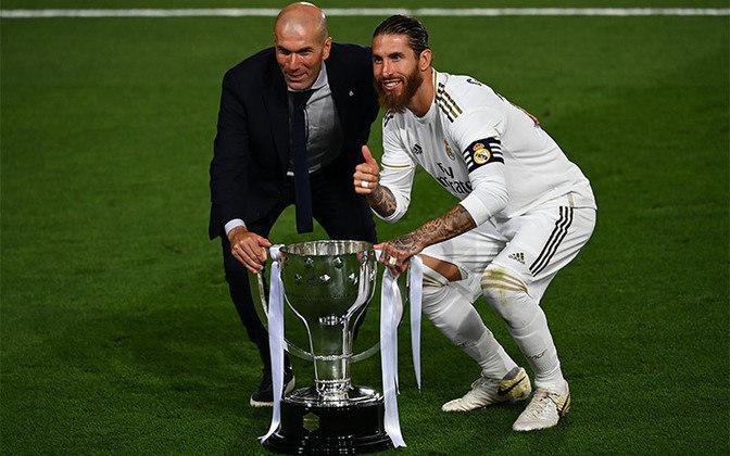 ESQUENTOU - Na mesma coletiva, Zidane também comentou sobre a renovação de contrato com Sergio Ramos. O treinador disse novamente que quer a permanência do zagueiro na próxima temporada. Na última quinta-feira (11), o defensor afirmou que pretende jogar em alto nível por mais cinco anos.