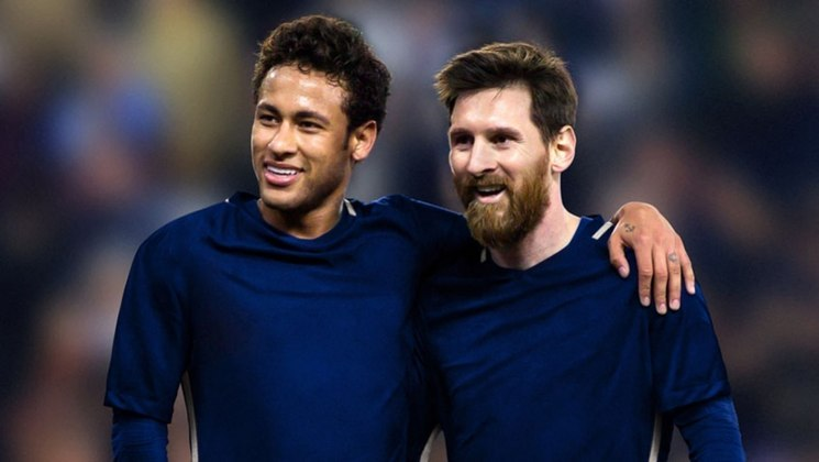 """ESQUENTOU - Neymar segue tentando convencer Messi a vestir a camisa do Paris Saint-Germain na próxima temporada, segundo o """"L'Equipe"""". Nas últimas semanas, o brasileiro ligou para o argentino com o intuito de falar sobre as vantagens de viver na capital francesa. De acordo com as informações do jornal, nem a eleição de Laporta pode ser suficiente para a permanência do camisa 10 na Catalunha."""