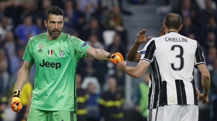 ESQUENTOU: Nomes históricos na Juventus e na seleção italiana, o goleiro Gianluigi Buffon e o zagueiro Giorgio Chiellini estão prestes a terminarem seus contratos com a Velha Senhora. Porém, de acordo com o jornal