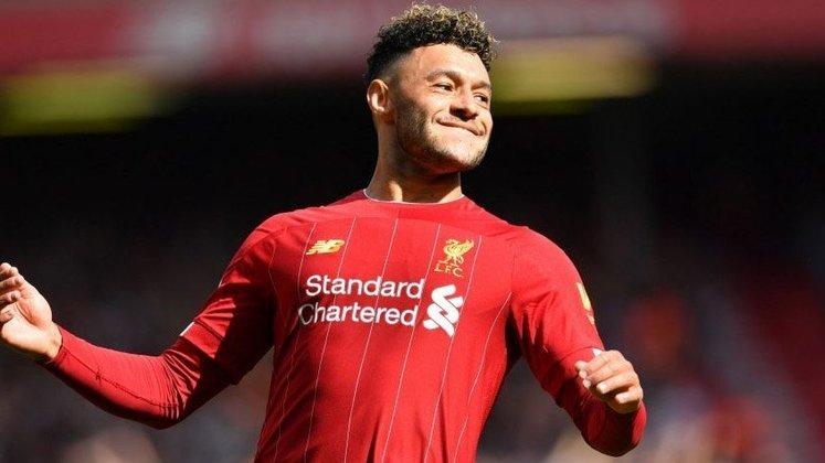 ESQUENTOU - O Arsenal cogita buscar a contratação de Oxlade-Chamberlain, meia do Liverpool, por empréstimo na janela de transferências de janeiro, segundo o