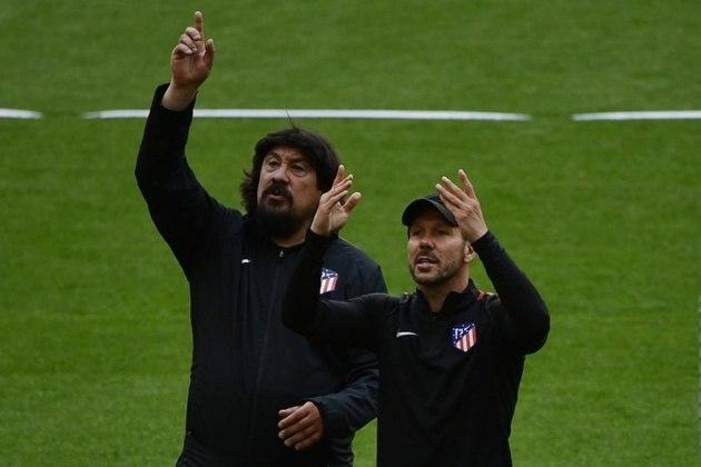 ESQUENTOU - O assistente técnico de Diego Simeone no Atlético de Madrid, o ex-goleiro argentino Germán Burgos, está de saída do clube espanhol. Seu destino deve ser o Union Santa Fe, da Argentina.