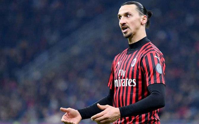 """ESQUENTOU - O atacante Ibrahimovic deve permanecer mais uma temporada no Milan, de acordo com o """"La Gazzetta dello Sport"""". Apesar da idade, o sueco tem sido um dos grandes destaques do Milan de Stefano Pioli."""