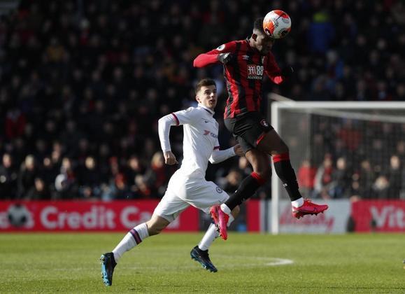 """ESQUENTOU - O atacante Joshua King, do Bournemouth, entrou na lista do Tottenham como possível alvo para o setor ofensivo enquanto o técnico José Mourinho procura um reserva para Harry Kane, segundo o """"The Telegraph""""."""