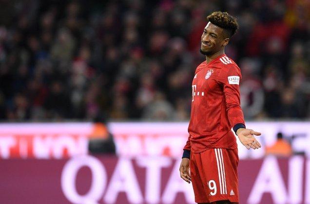"""ESQUENTOU - O atacante Kingsley Coman garantiu que tem o desejo de permanecer no Bayern de Munique. Em entrevista ao """"Sport Bild"""", o francês rechaçou qualquer possibilidade de sair nas próximas janelas e que está feliz com o conjunto bávaro. O contrato do atleta com o clube alemão vai até 2023"""