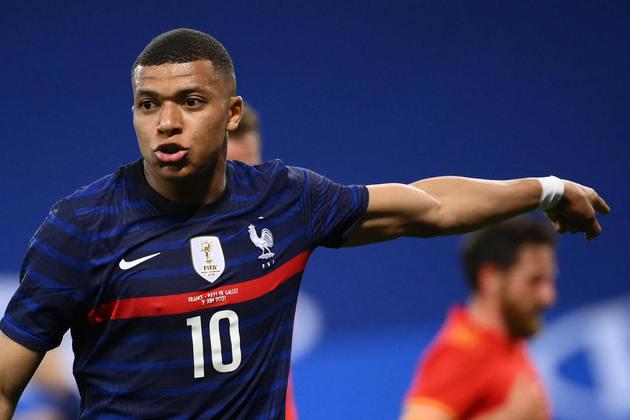 ESQUENTOU - O atacante Kylian Mbappé pediu para deixar o Paris Saint-Germain nesta janela de transferências, segundo o jornalista Daniel RIolo, da