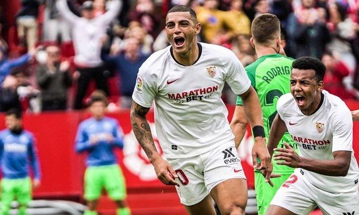 ESQUENTOU - O Barcelona está interessado no zagueiro brasileiro Diego Carlos, que joga no Sevilla, segundo o