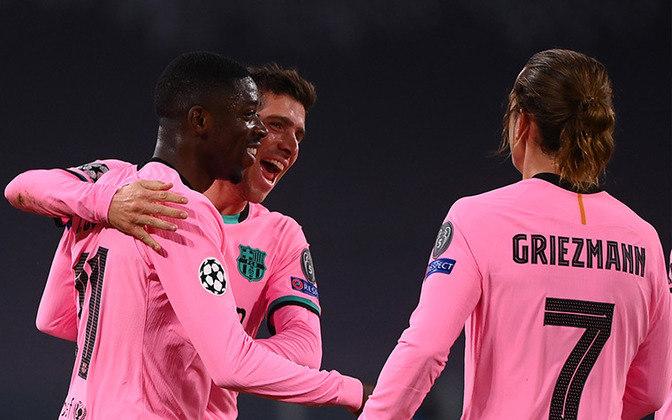 ESQUENTOU - O Barcelona planeja renovar o contrato de Ousmane Dembele, porém caso as partes não cheguem a um acordo, há vários clubes interessados no ponta francês.