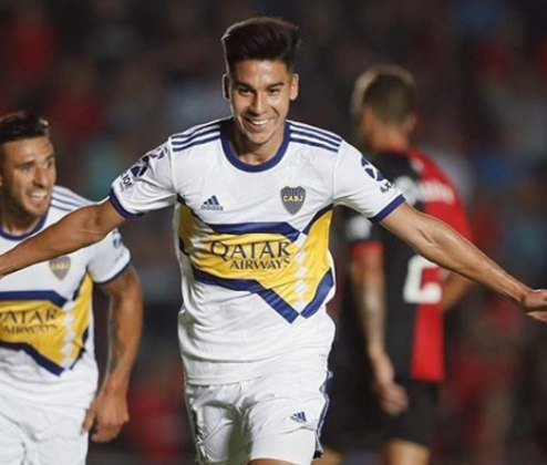 ESQUENTOU: O Boca Juniors está preparando uma oferta milionária para contratar em definitivo o meio-campista Guillermo Fernández, que está emprestado aos xeneizes junto ao Cruz Azul. De acordo com o site Pasion Futbol, a oferta gira em torno dos R$ 22 milhões.