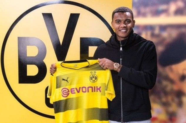 ESQUENTOU - O Borussia Dortmund pensa em renovar os contratos de Zagadou e Akanji, com medo de perde-los de graça em 2022, segundo a Ruhr Nachrichten.